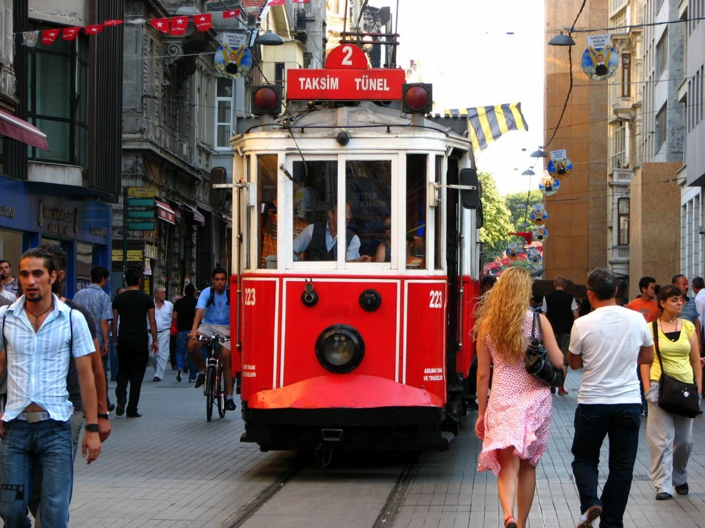 Istiklal Steet Istanbul Beyoglu Istiklal Street Things To Do 2018