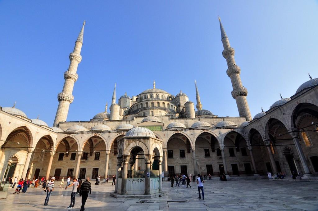 blue-mosque-main-courtyard
