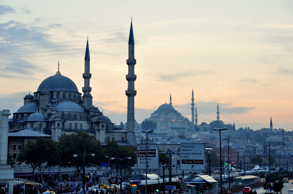New Mosque (left) and Süleymaniye Mosque (right-behind) of Istanbul