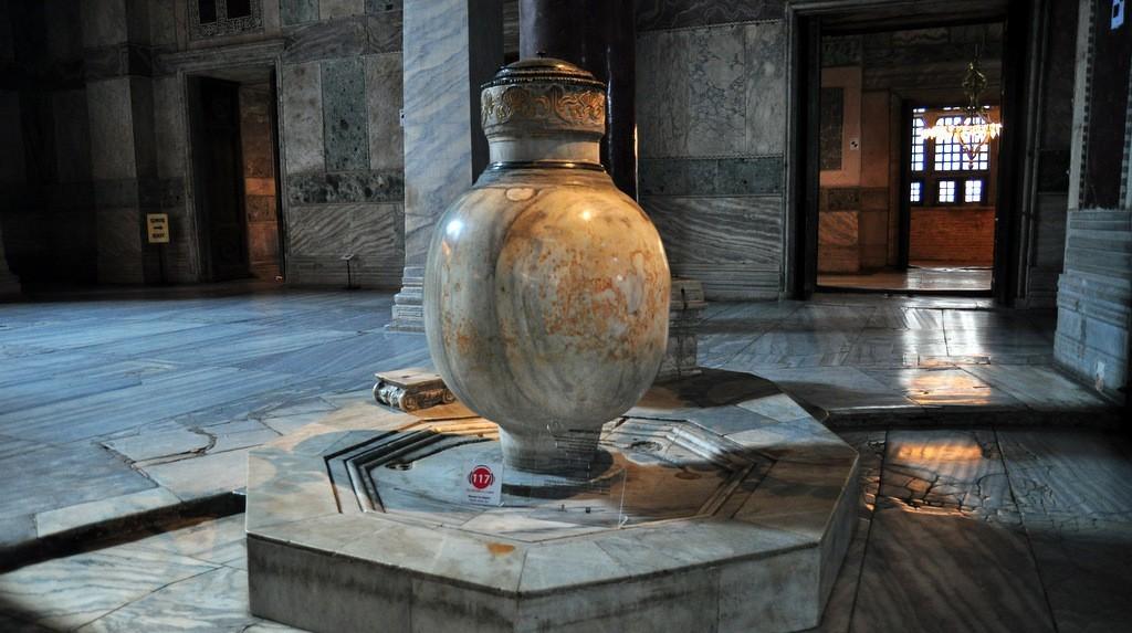 marble-jar-in-hagia-sophia-naos