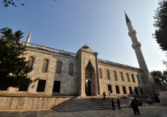 outside-of-the-blue-mosque