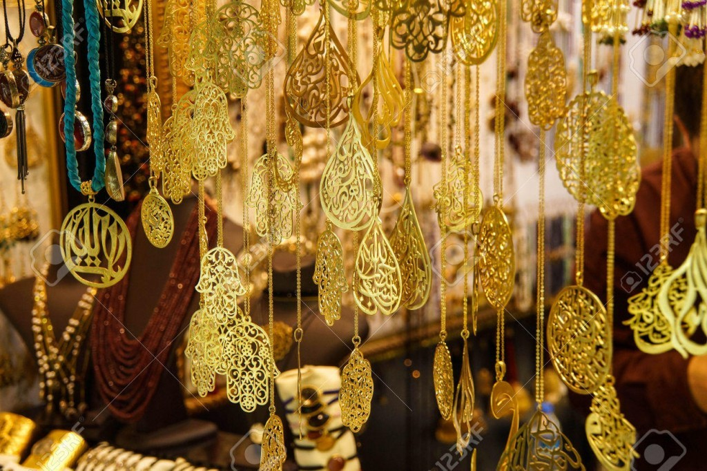 Gold and sikver jewelry on display in the Grand Bazaar (Kapali carsi ) in Istanbul, Turkey