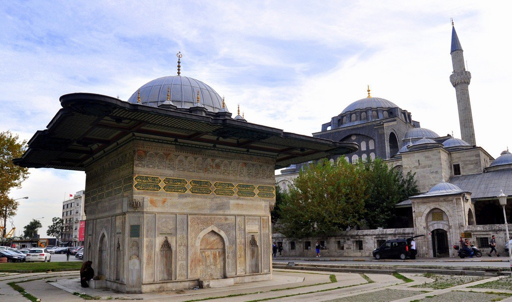 kilic-ali-pasha-mosque-and-fountain-tophane