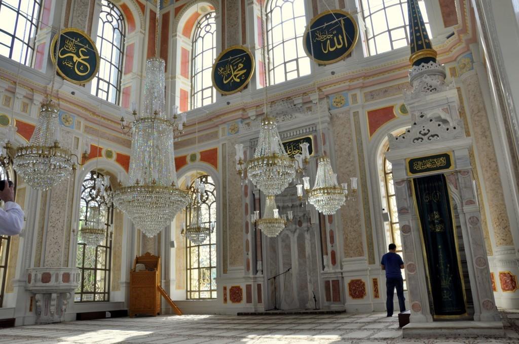 ortakoy-mosque-interior